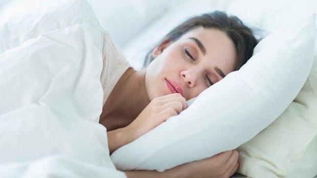 Geceleri Uykuda Neden Çok Terleriz ? Ne İyi Gelir Bu Terlemeye?